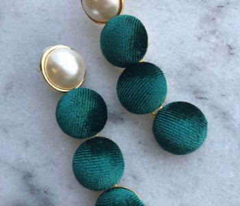 Oorbellen parel met donker groen